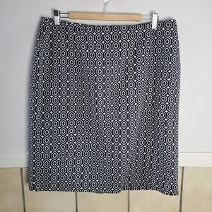 Monroe & Main B&W fitted patterned pencil skirt